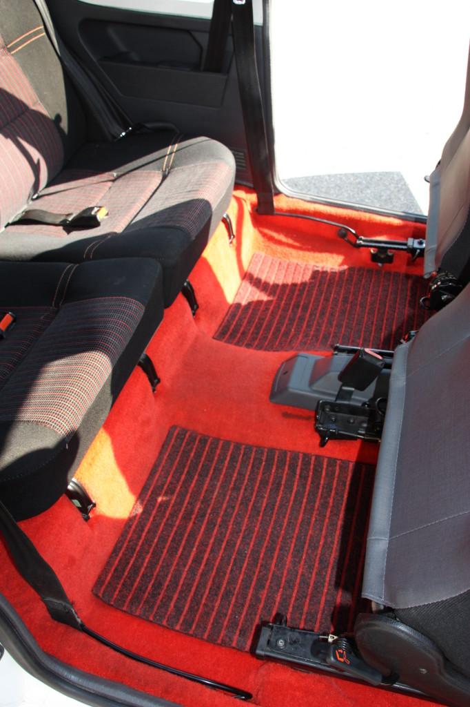 Peugeot 205 gti 105ch voitures vintage for Moquette rouge 205 gti neuve