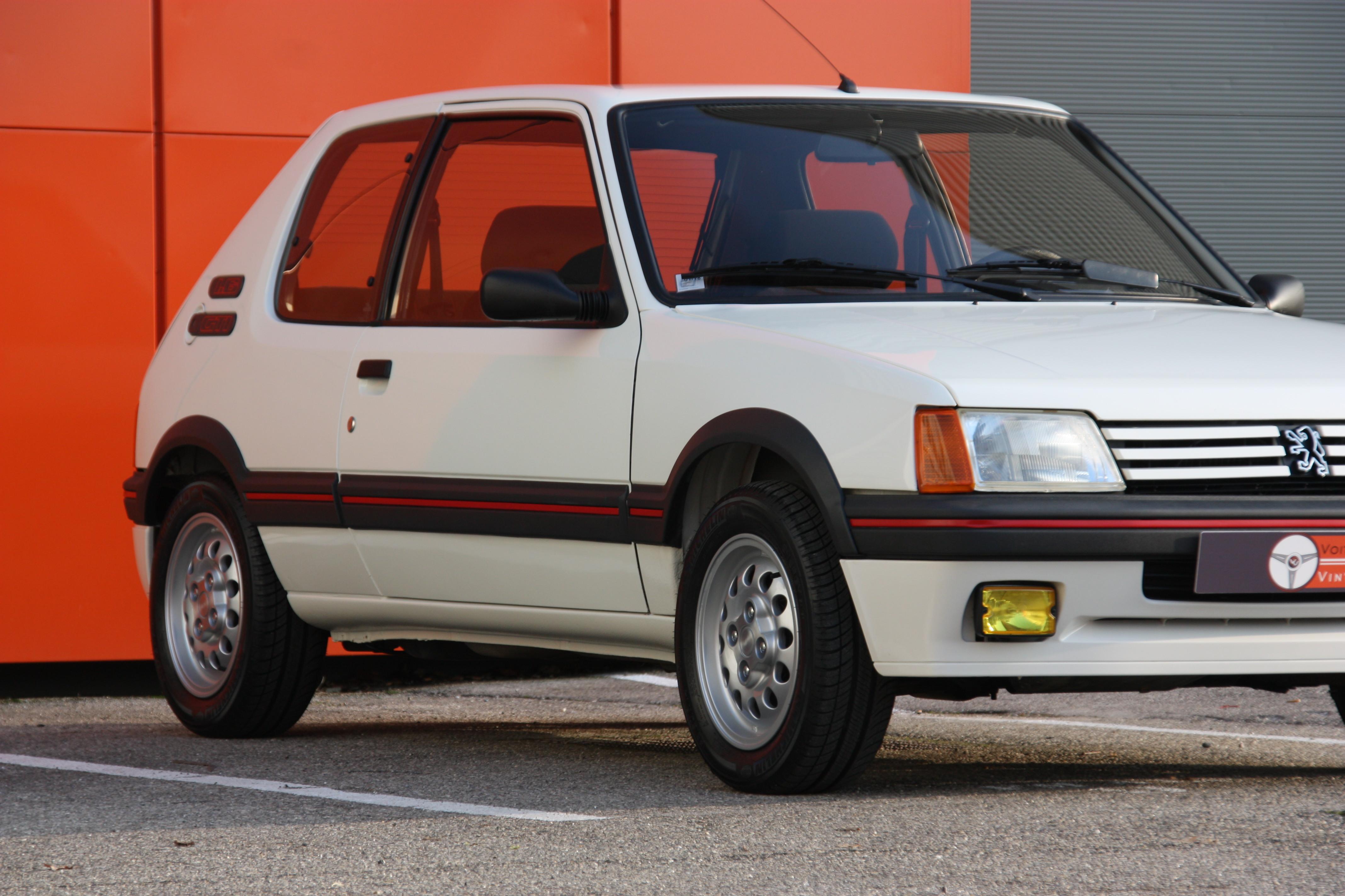 peugeot 105 voiture  peugeot 205 gti 1 6l 105 cv 1986